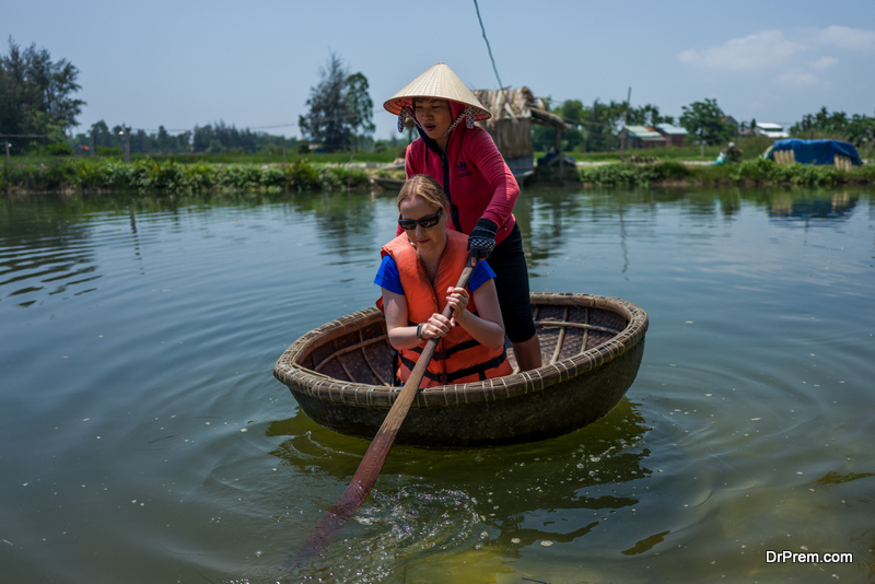 Crabbing and basket boat rides in Hoi An