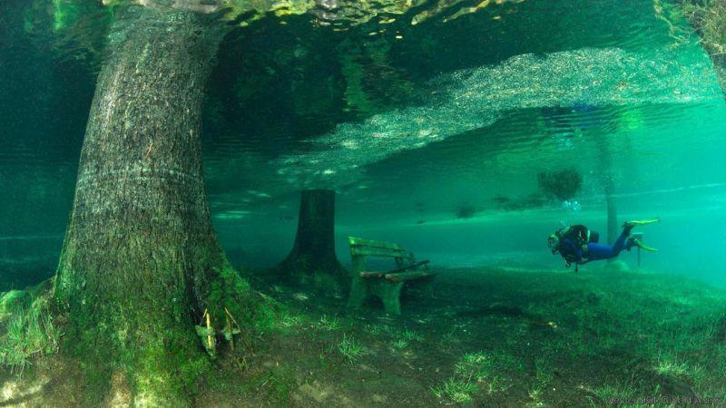 Underwater-Park-Green-Lake-in-Tragoess-Austria