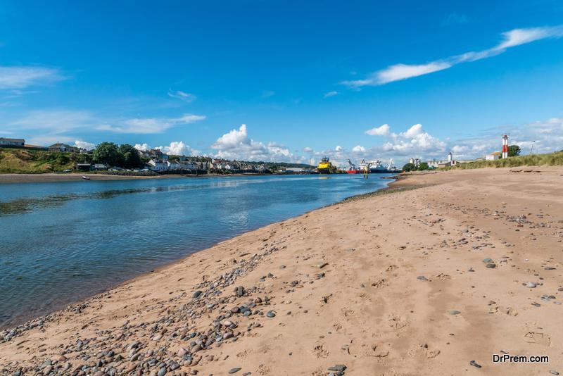 Visit-the-unique-sands-of-the-Angus-Coast