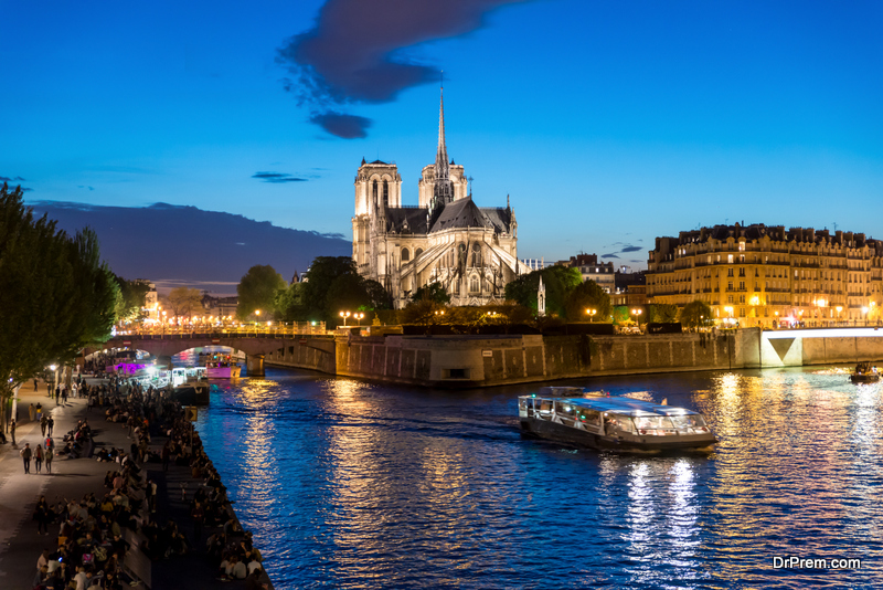 boat cruise over the Seine