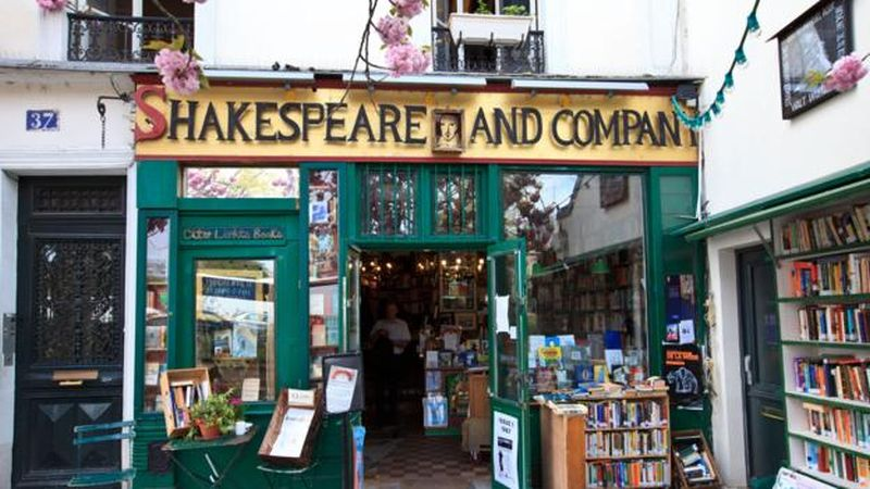Shakespeare-and-Company-bookshops-Paris