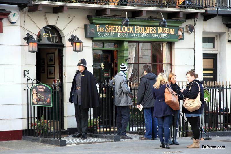 Sherlock Holmes Museum and Walking Tour, London