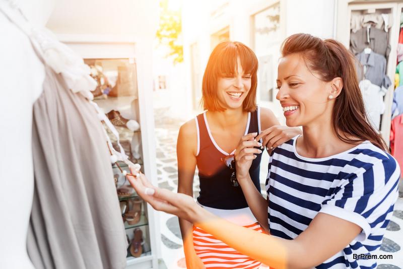 friends Shopping at Mykonos